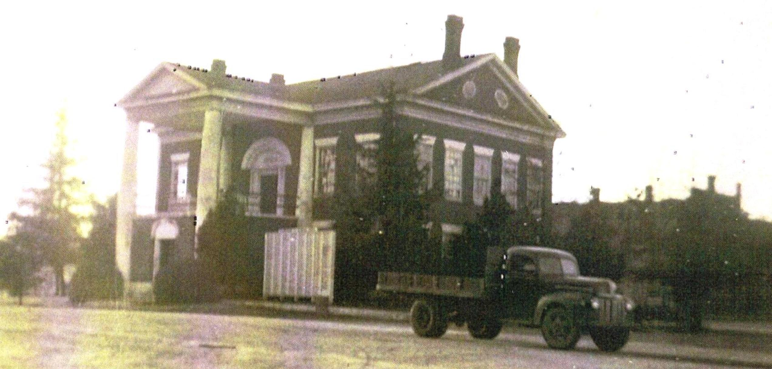 1940s Courthouse Photo 2